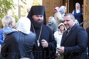 Глава налоговой приехал в Горловку устанавливать купол на церкви