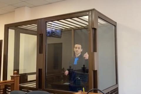Мужчину, угрожавшего взорвать гранату в одесском суде, посадили на два года