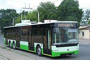 Во Львове из-за плохой дороги отменили маршрут троллейбуса