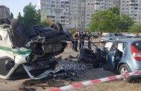 В Киеве инкассаторский автомобиль в лоб столкнулся с легковушкой, шесть пострадавших
