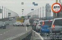 Два ДТП на мосту Патона в Киеве создали большую пробку в сторону левого берега