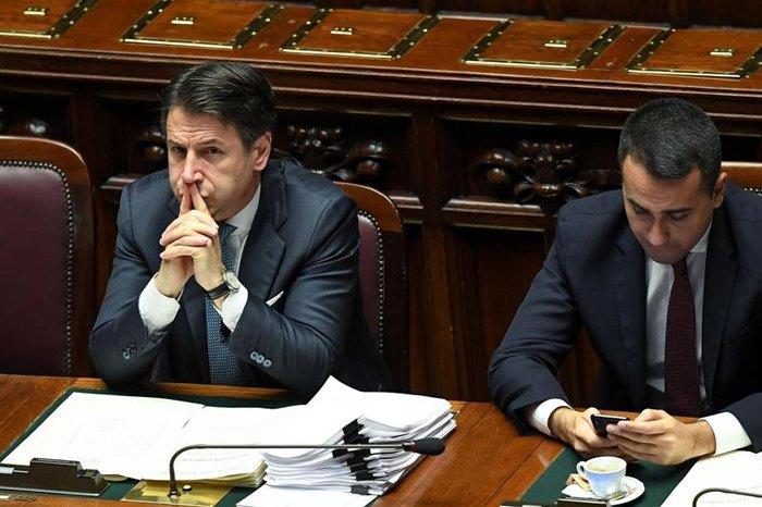 Прем'єр-міністр Італії Джузеппе Конте та міністр закордонних справ Італії Луїджі Ді Майо в парламенті, 2 грудня 2019.