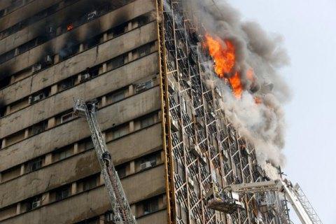 У Тегерані обвалився 17-поверховий будинок
