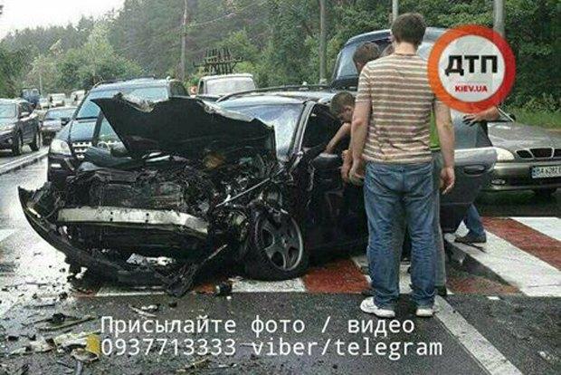 ВКиеве иностранная машина навысокой скорости протаранила маршрутку, 10 пострадавших
