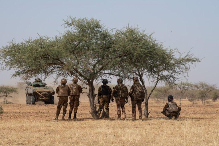 Французские военные во время операции 'Bourgu IV' в западноафриканской республике Буркина-Фасо, ноябрь 2019