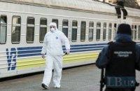 """""""Укрзализныця"""" будет бесплатно возить медиков на служебных поездах"""