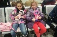 Диаспора и дипломаты помогли юным украинским гимнасткам вернуться домой из Канады