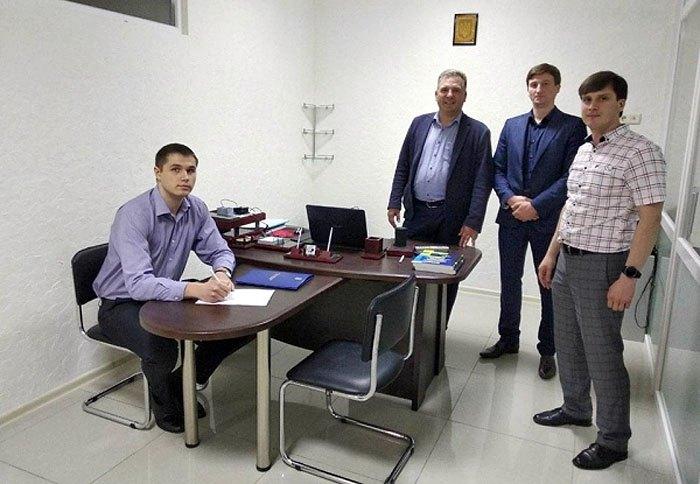 Спеціальна комісія головного територіального управління юстиції у Рівненській області проінспектувала офіс приватного виконавця Сергія Сідоренка, 8 травня 2018 року.