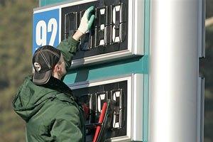Автозаправки начали снижать цены
