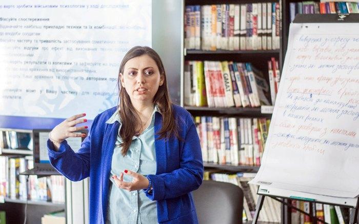 Марта Пивоваренко під час тренінгу