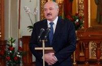 """Лукашенко: Беларусь еще месяц будет """"барахтаться"""" с коронавирусом"""