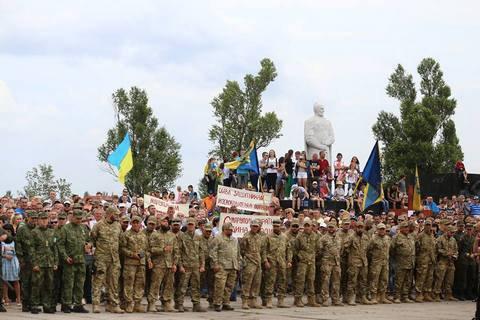 Мариуполь отпраздновал годовщину освобождения от боевиков