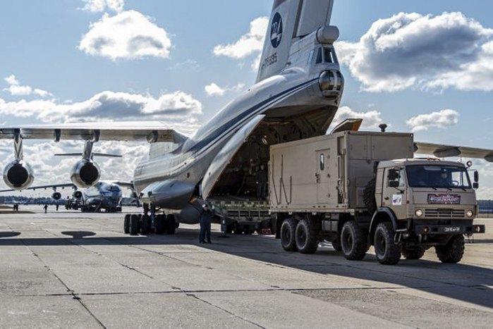 Подготовка к вылету в Италию с военного аэродрома Чкаловский, 22 марта 2020