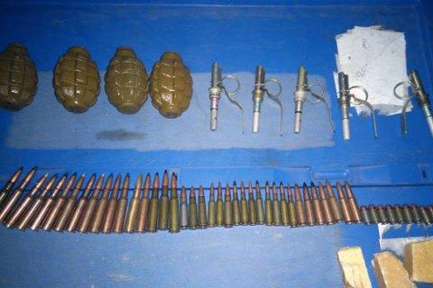 Хлопець намагався експрес-доставкою надіслати до Києва гранати і патрони із зони АТО