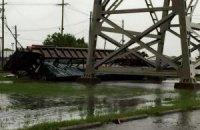 У Луїзіані шквальний вітер здув потяг з мосту