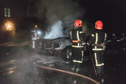 Спасатели обнаружили двух погибших при пожаре на теплотрассе в Киеве