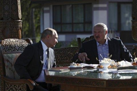 """Путин и Лукашенко договорились встретиться в Москве """"в ближайшее время"""""""
