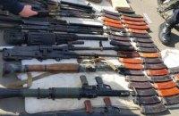 На блокпосту в Луганской области задержали автомобиль с арсеналом оружия