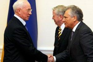 Азаров обсудил с Коксом и Квасьневским сотрудничество с ЕС