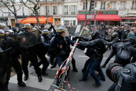 У Парижі затримали 300 екоактивістів