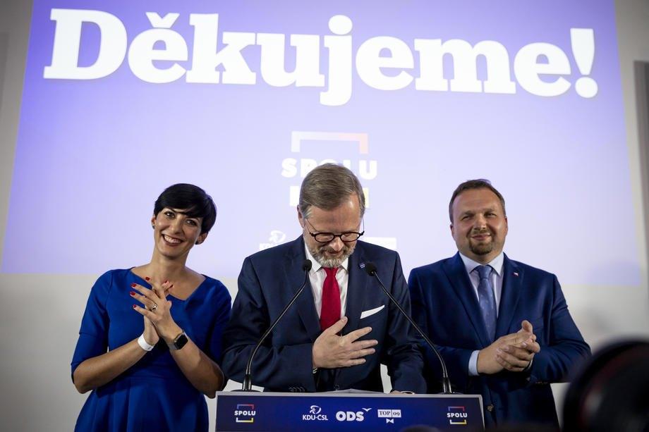 Петр Фіала, лідер Громадянської партії (ODS) і кандидат на посаду прем'єр-міністра від коаліції SPOLU, виступає на пресконференції на виборчому заході руху SPOLU у Празі, 9 жовтня 2021 року.