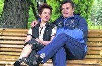К Януковичу в Крым приехала жена
