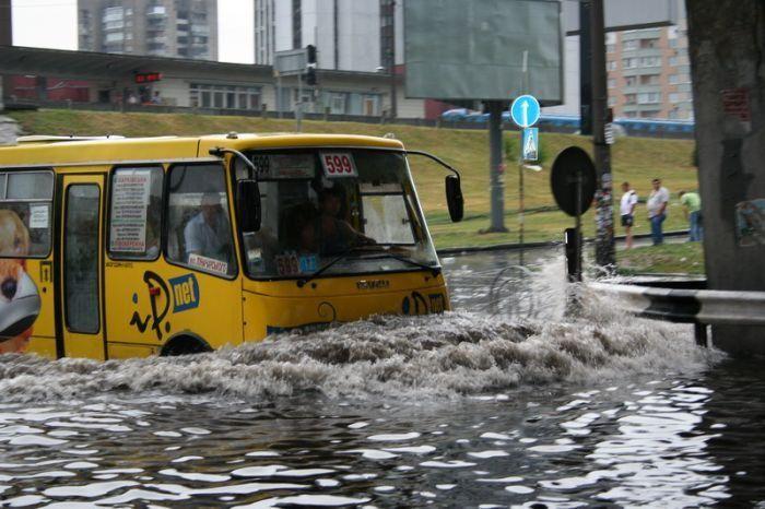 Потоп у ст. м. Левобережная, 2009 год