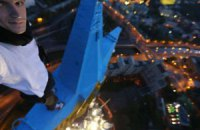 Украинский руфер признался, что это он перекрасил звезду в Москве
