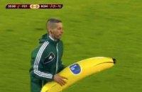 """Голландские ультрас кинули надувной банан в африканца из """"Ромы"""""""
