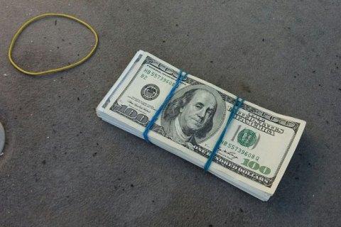 Грабіжники на мотоциклі забрали в киянки рюкзак із великою сумою грошей