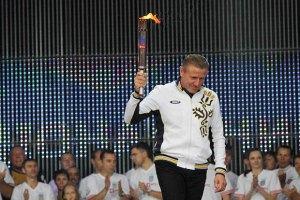 Бубка пронес олимпийский огонь по Адлеру