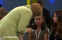 Меркель довела палестинську дівчинку до сліз жорсткими словами про мігрантів