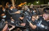 В городах США массовые протесты из-за гибели афроамериканца переросли в беспорядки