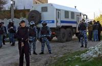 Российские силовики отпустили крымскотатарских активистов, задержанных за съемку обыска