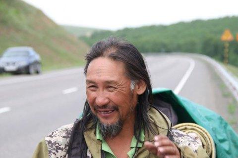 Из Якутии в Москву пошёл новый шаман - выгонять Путина (видео)