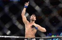 Боєць UFC ефектно нокаутував суперника, але безглуздо травмувався, святкуючи перемогу