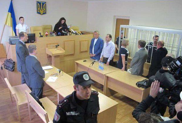 Ирина Луценко, кажется, за два часа заседания почти не поворачивалась лицом к трибуне