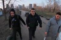 Вооруженный полицейский избил водителя квадроцикла в Киеве на Осокорках