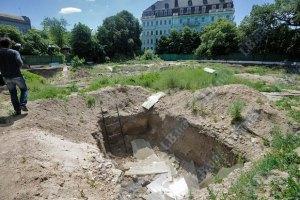 Археологи не имеют отношения к работам на фундаменте Десятинной