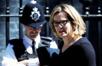 Глава МВД Великобритании подала в отставку из-за скандала с мигрантами