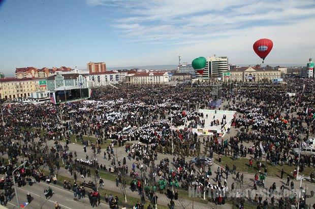 Мітинг у Грозному, присвячений 13-річчю прийняття Конституції Чечні