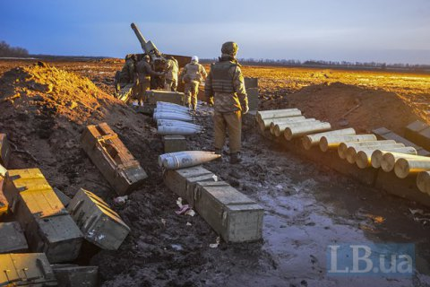 Один военный погиб, шестеро ранены в среду на Донбассе