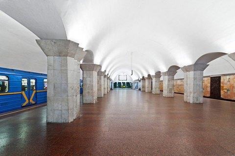 В Киеве две станции метро закрыли на вход и выход из-за сообщения о минировании