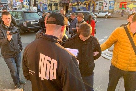 У Києві затримали слідчого Нацполіції під час отримання $3 тис. хабара