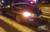 На пешеходном переходе в Киеве автомобиль задом насмерть сбил женщину