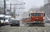 На боротьбу зі снігом у Києві кинули 500 одиниць техніки та 4,8 тис. двірників