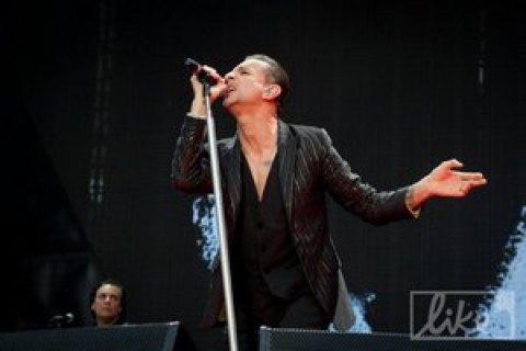 Солист Depeche Mode попал в больницу за два дня до концерта в Киеве