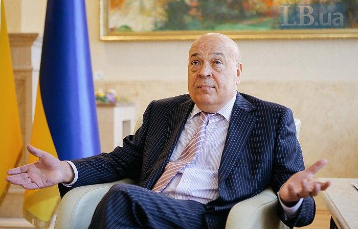 Голова Закарпатської ОДА Геннадій Москаль у робочому кабінеті