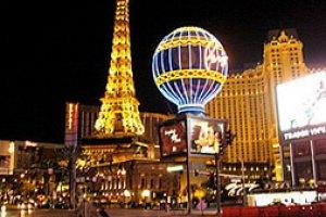"""Мэр Лас-Вегаса передает руководство """"городом греха"""" своей супруге"""