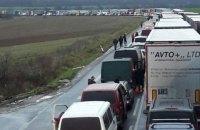 На западной границе Украины образовались километровые очереди